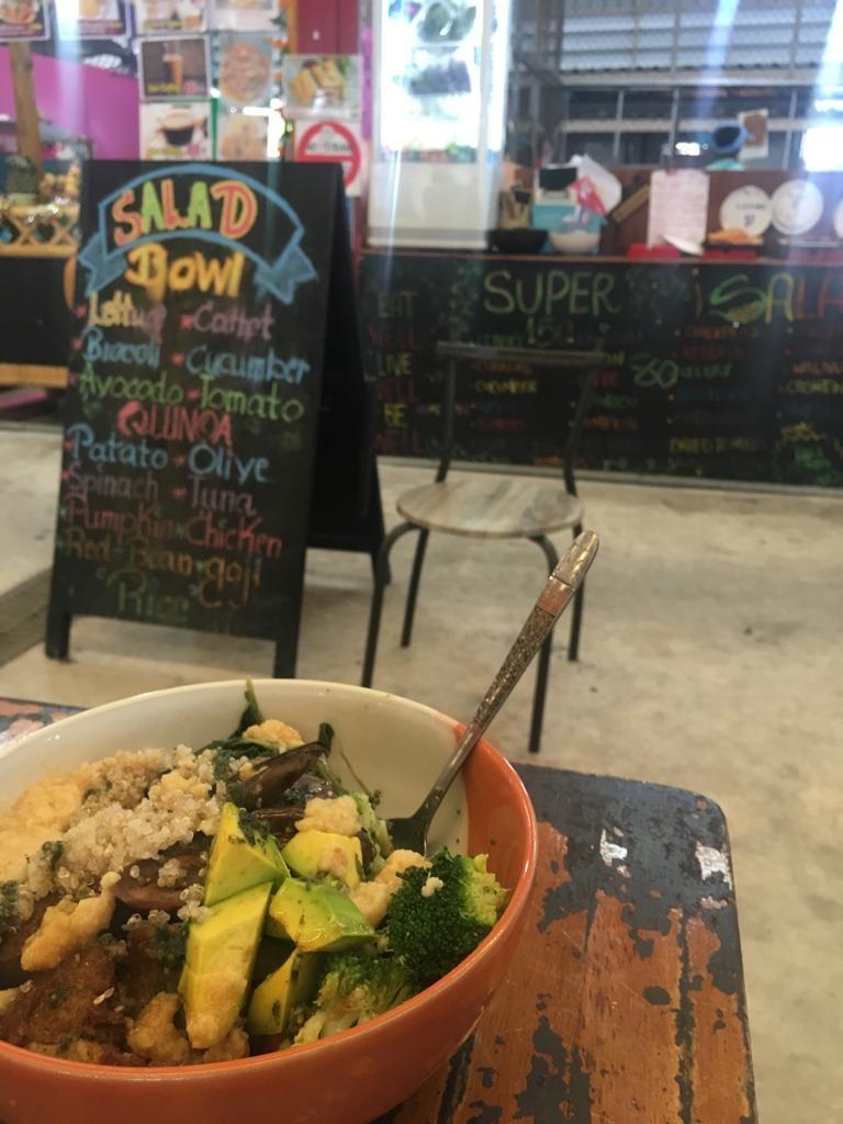 vegan salad bowl thong sala