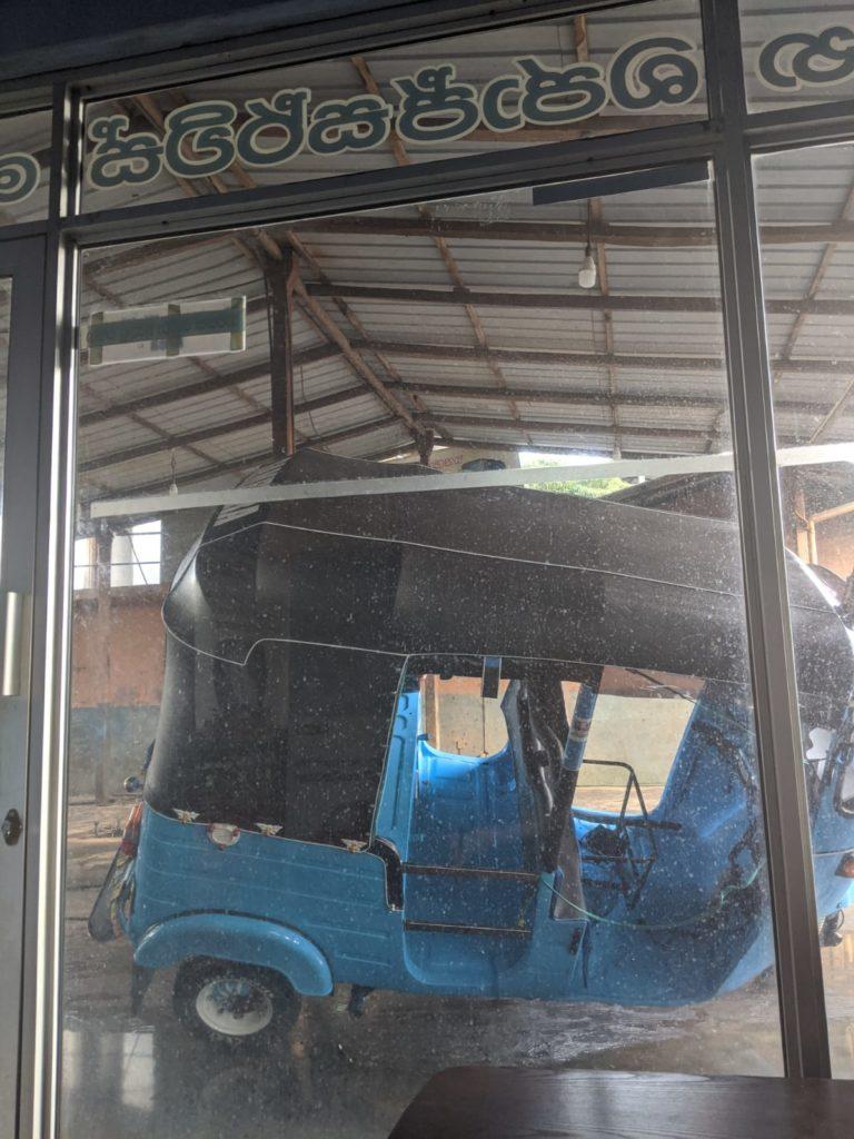 broken down tuktuk in sri lanka