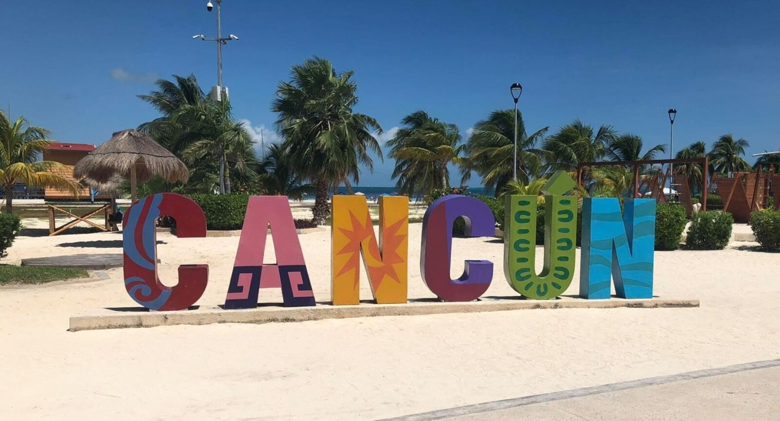 iconic cancun sign