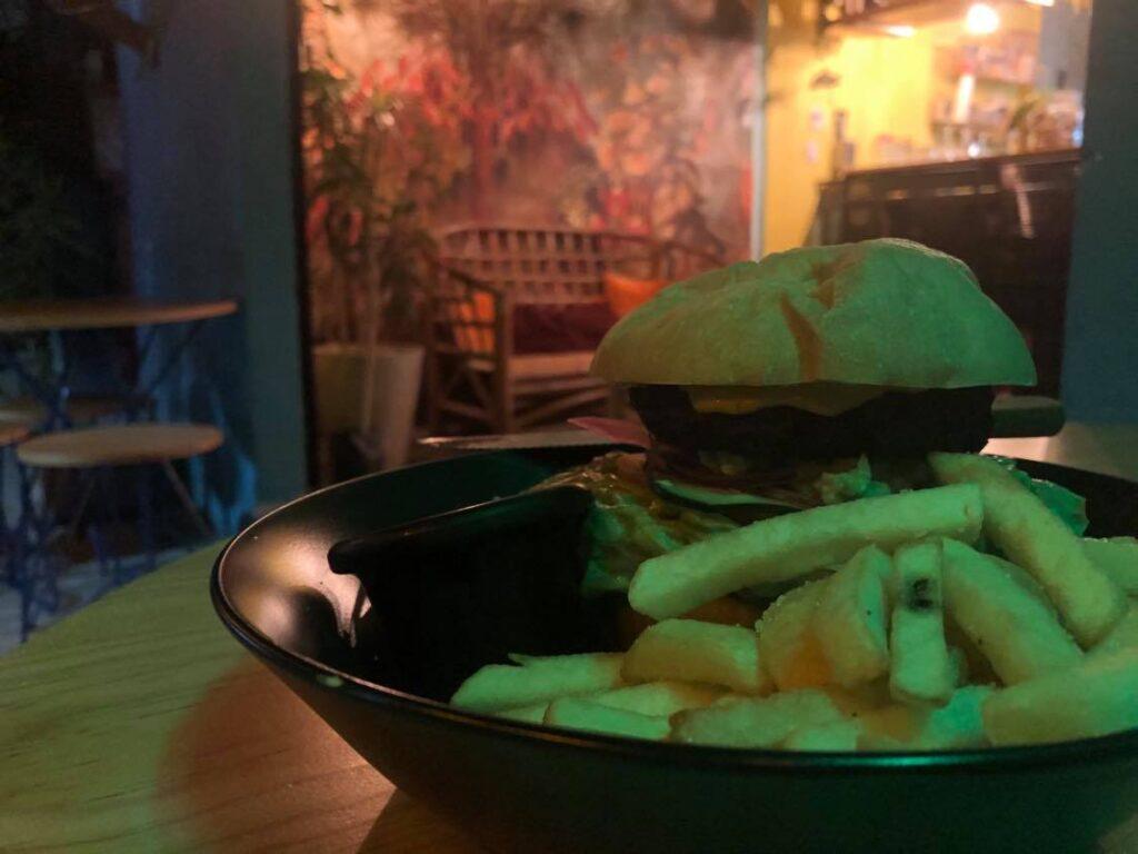 laylo vegan burger tulum