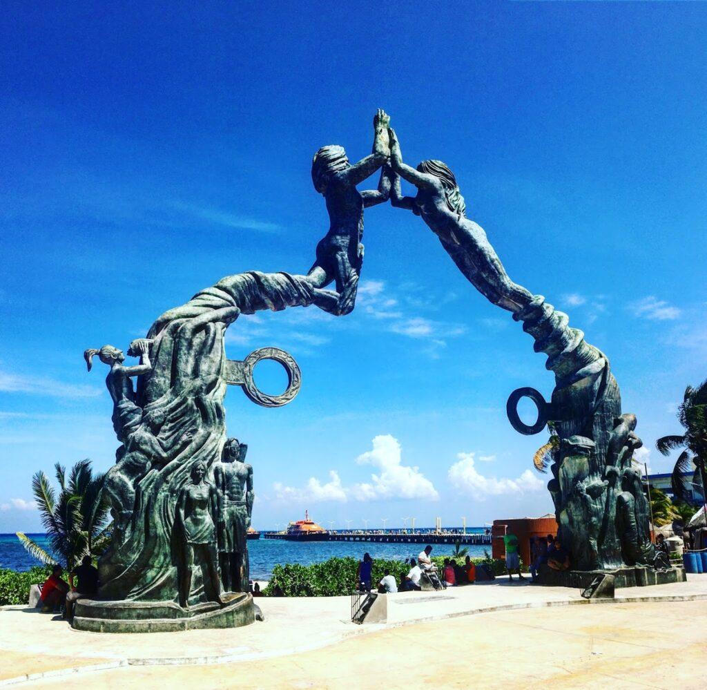 playa del carmen iconic statue